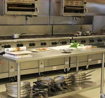Equipamentos indispensáveis para sua cozinha industrial